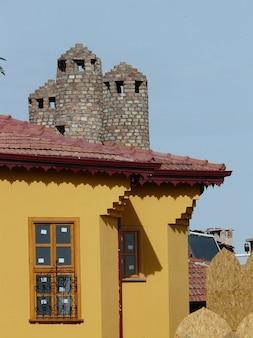 Pintura ventanas villa casa techo de la torre