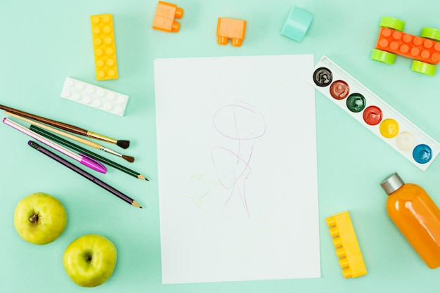 Pinturas y pinceles. concepto de regreso a la escuela.