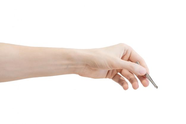 Pinzas de acero inoxidable (pinzas) en mano humana aisladas en blanco
