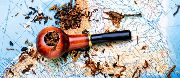 Pipa de tabaco en el mapa