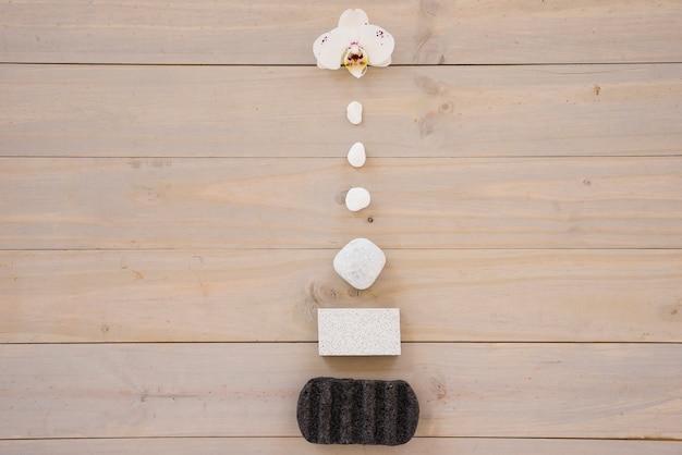 Pirámide de artículos de spa