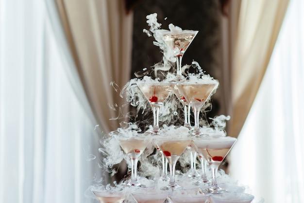 Pirámide de copa de champán
