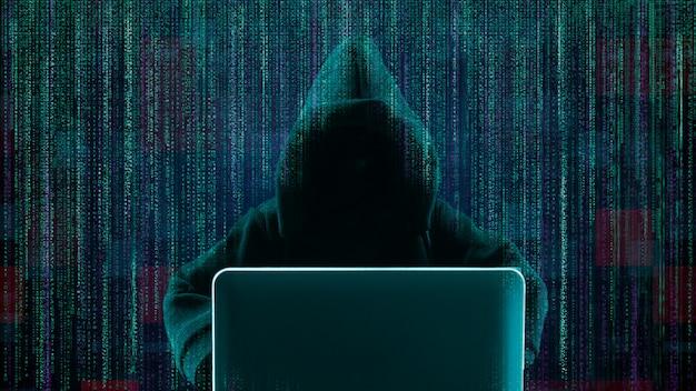 Pirata informático que usa la computadora portátil con código binario abstracto de la forma del cráneo.