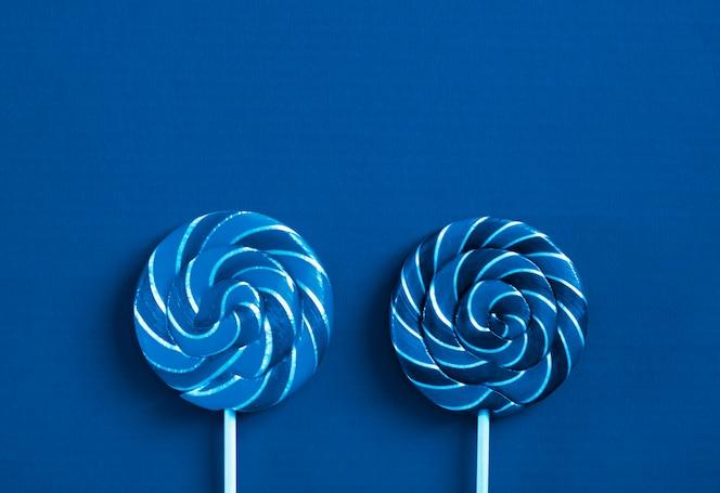 Piruletas en color azul clásico
