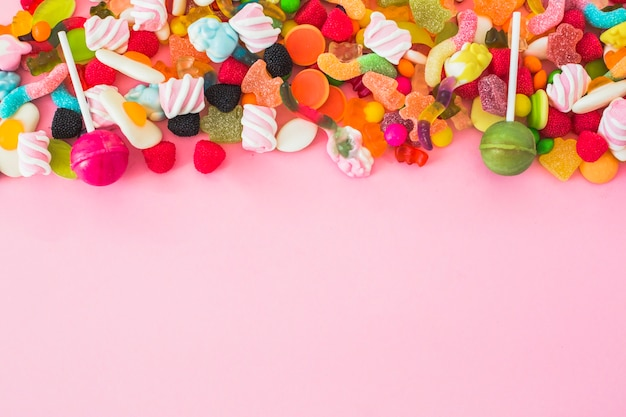 Piruletas rosadas y verdes en gummies