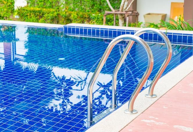 Suelo mojado la luz descargar fotos gratis for Follando en la piscina del hotel
