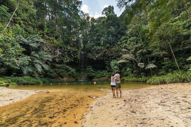 Piscina natural de la selva tropical