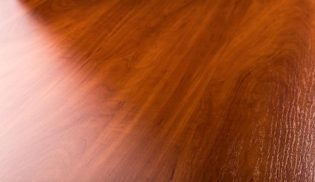 Piso brillante de parquet de madera marrón