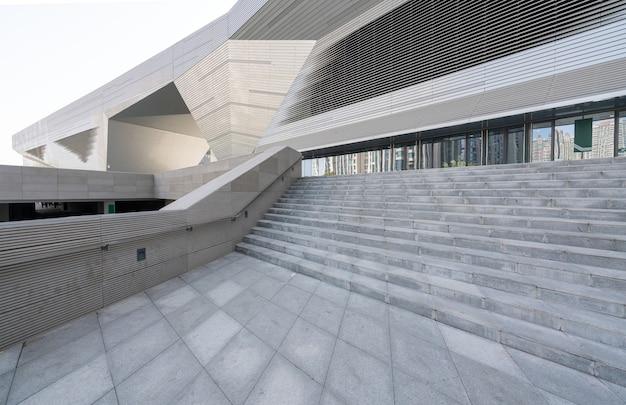Piso cuadrado vacío y arquitectura moderna en la provincia de shanxi taiyuan en china