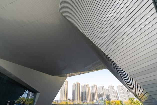 Piso cuadrado vacío y arquitectura moderna en taiyuan, provincia de shanxi, china