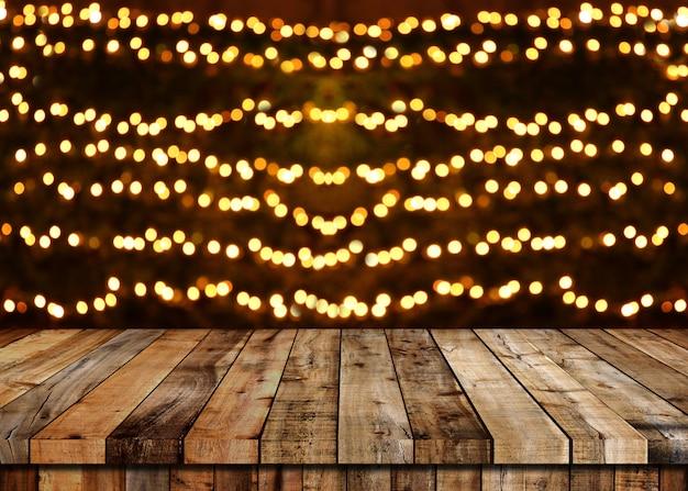 Piso de mesa de madera y fondo bokeh de navidad.