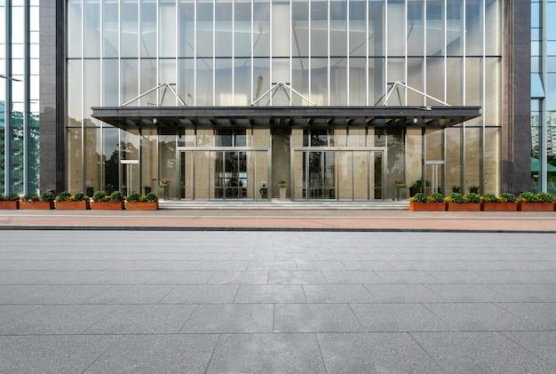 Piso vacío y edificio de oficinas en el centro financiero, shenzhen, china