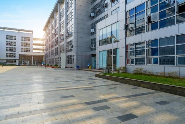 Piso vacío y edificio de oficinas en science park, chongqing, china