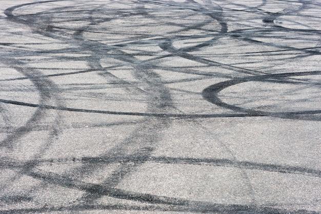 Pista de coches con huellas de goma a la deriva textura de fondo de pavimento de asfalto