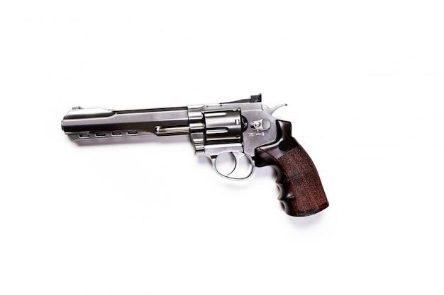 Pistola de mano aislada sobre fondo blanco