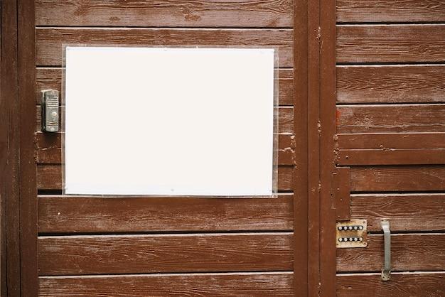 Pizarra cerca de la puerta