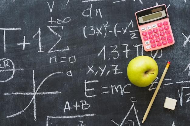 Pizarra con problemas matemáticos