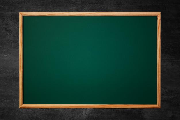 Pizarra verde vacía o junta escolar