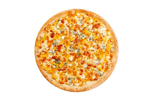 Pizza aislado sobre fondo blanco. comida rápida caliente 4 quesos con mozzarella y queso azul.