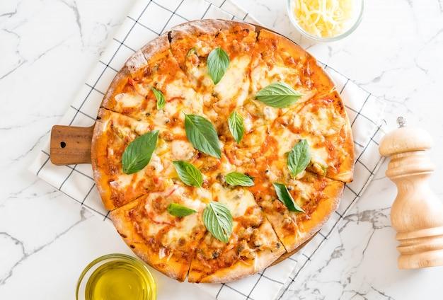 Pizza de almejas - comida italiana