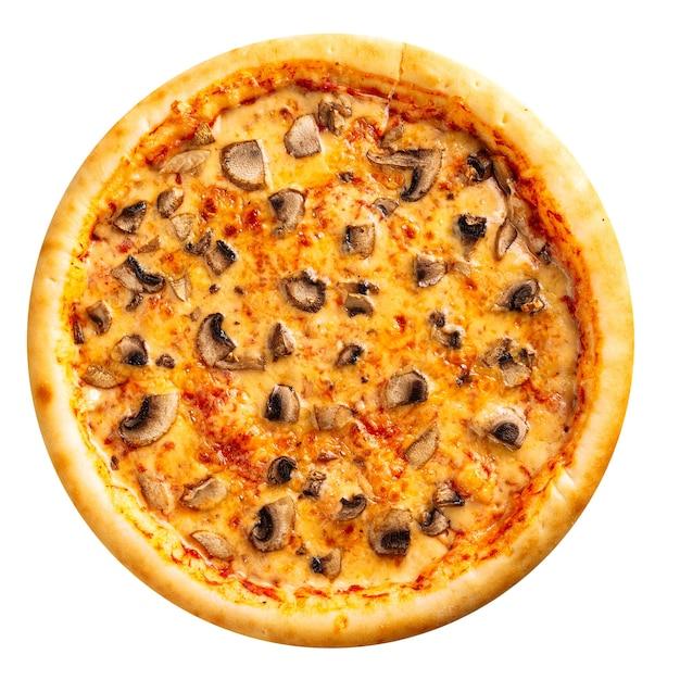 Pizza de champiñones recién horneados aislados sobre el fondo blanco.
