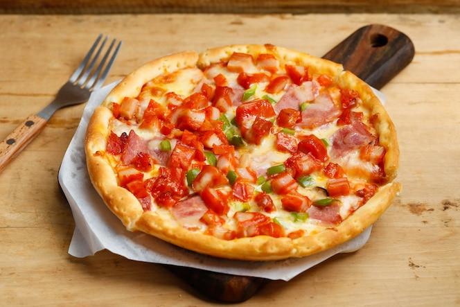 Pizza de pollo de tocino
