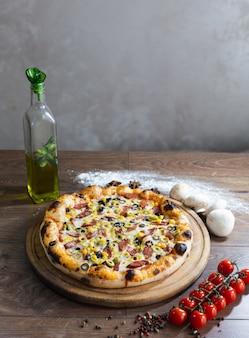 Pizza deliciosa, pizza tradicional italiana.