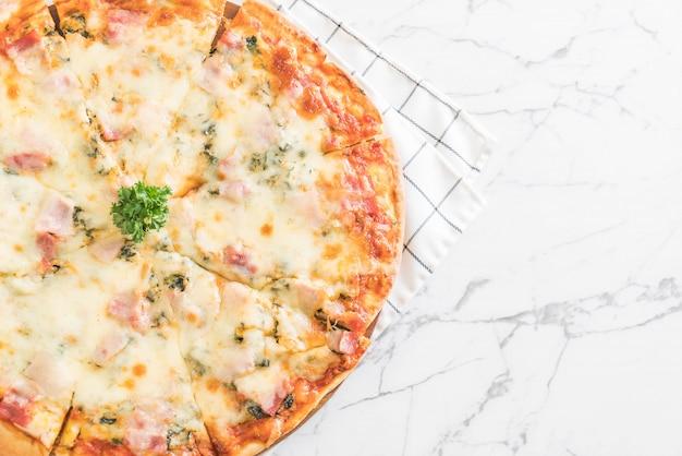 Pizza de espinacas y tocino
