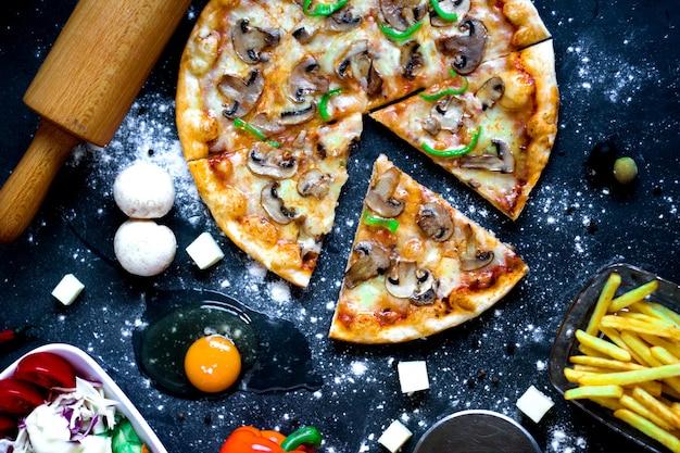 Pizza mixta con champiñones y pimiento