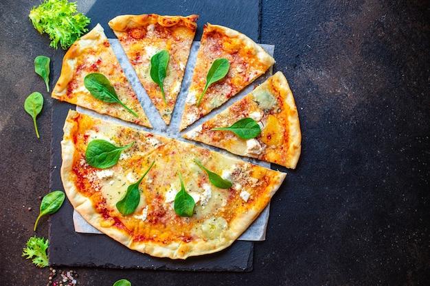 Pizza de queso cuatro tipos de quesos y diferentes variedades salsa de tomate fresca