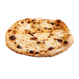 Pizza con queso recién horneado aislado