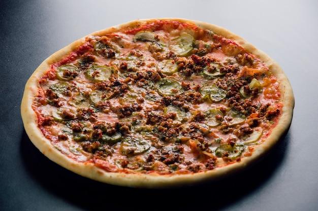 Pizza real con nueve tipos de carne
