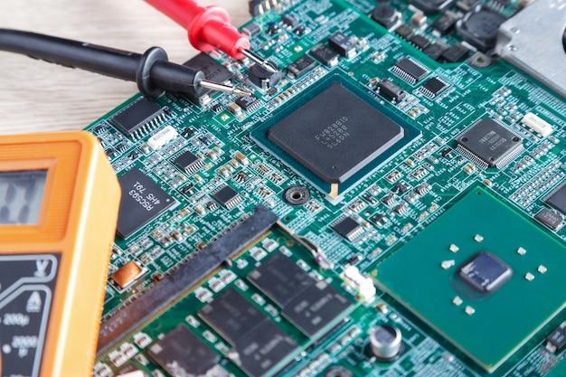 Placa base de la computadora, pc en reparación