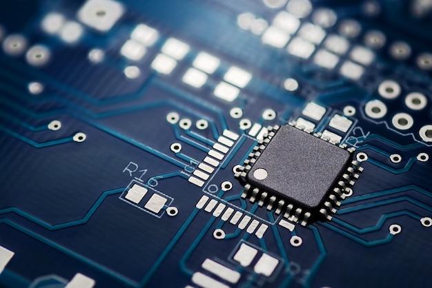 Placa de circuito impreso y chip