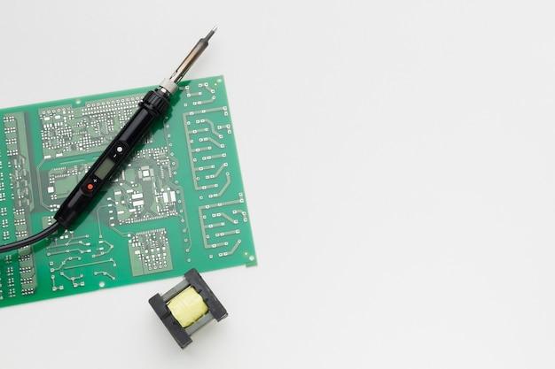 Placa de circuito de primer plano con espacio de copia