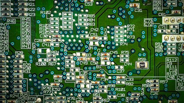 Placa de circuito verde en la parte posterior