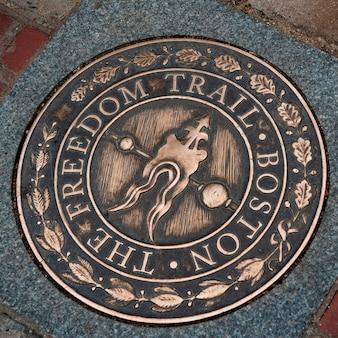 Placa freedom trail en boston, massachusetts, ee. uu.