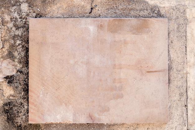 Placa rectangular de piedra. tablero de la muestra vacía con borde, marco. marco conceptual, lugar para texto, placa con copyspace