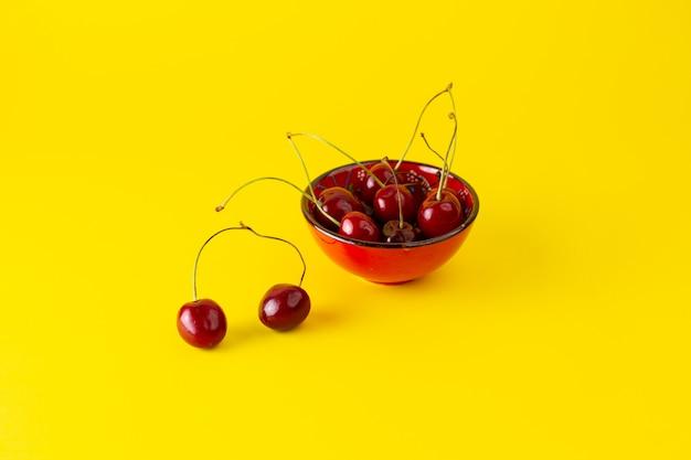 Placa de vista frontal con cerezas en amarillo
