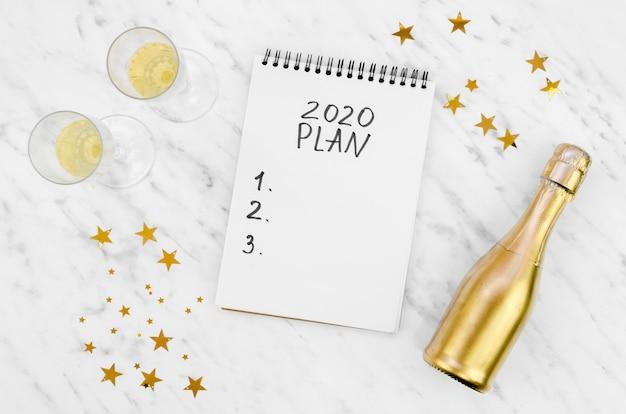 Plan 2020 en una maqueta de bloc de notas blanco