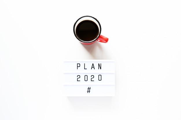 Plan 2020 con taza de café