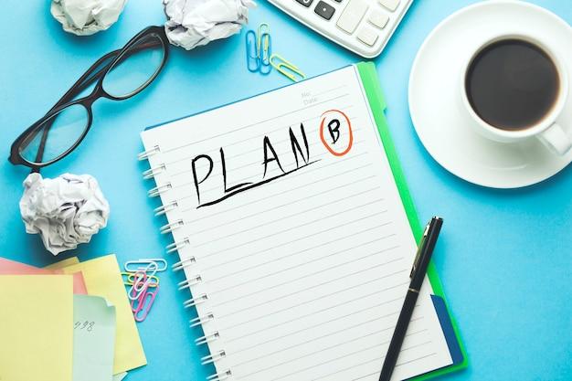 Plan b texto escrito en el cuaderno