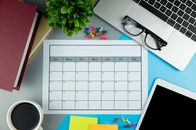 Plan de calendario haciendo negocios o actividades mensuales.