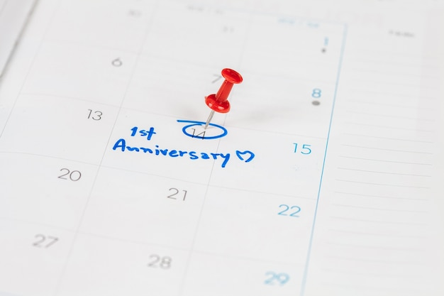 Plan de celebración de aniversario de palabra en el calendario