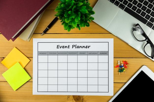 Plan de eventos haciendo negocios o actividades mensuales.