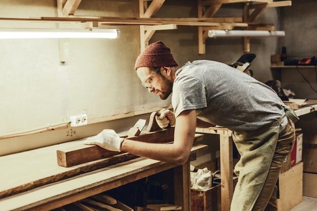 Plancha de carpintero profesional
