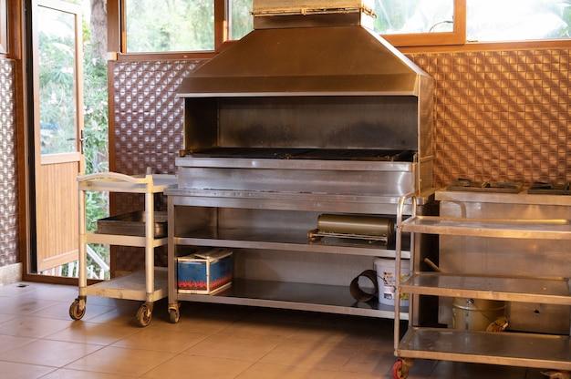 Plancha de cocina profesional. preparación de comida.
