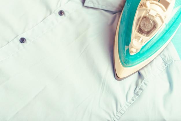 Plancha electrica en camisa