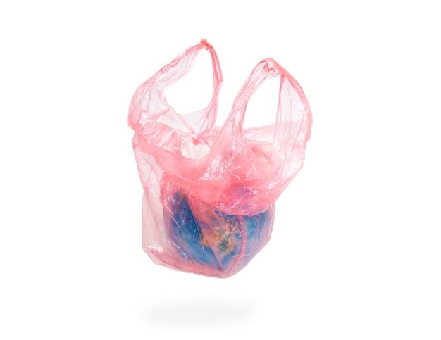 El planeta tierra se coloca en una bolsa de plástico. imagen conceptual