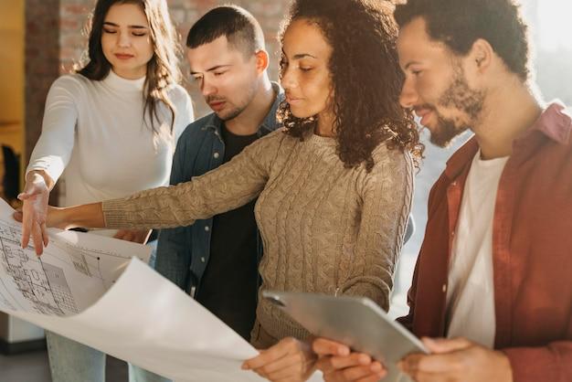 Planificación de reuniones de gente de negocios